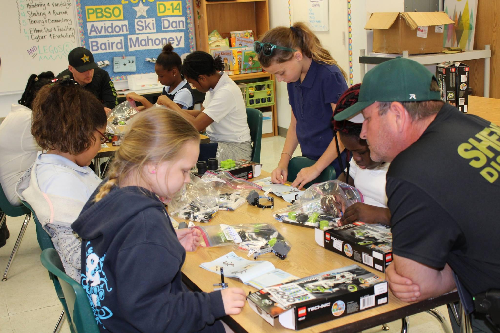 Pbso Takes Elementary Students To Legoland