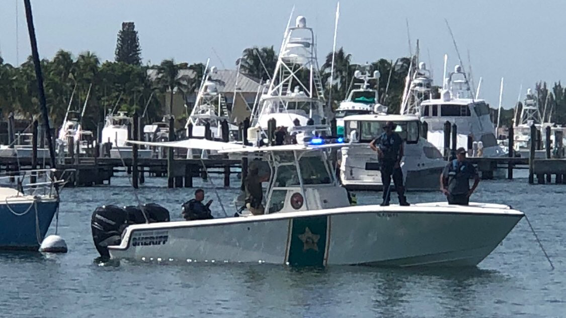 Marine Unit assisting in search for a diver gone missing