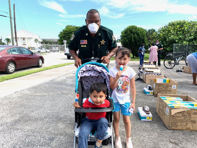 Galdes Deputies deliver popsicles